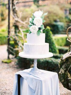http://weddingsparrow.com/article/whimsical-wedding-inspiration-in-ireland