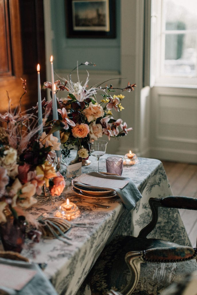 Romantic wedding table setting