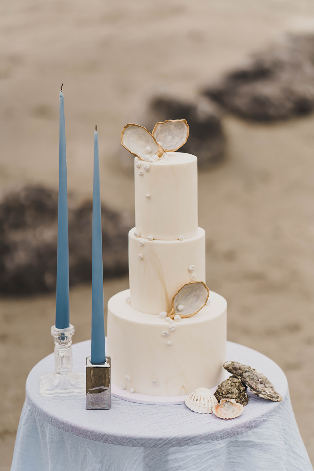 Beach wedding cake styling